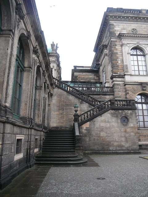 Лестница на верхнюю террасу