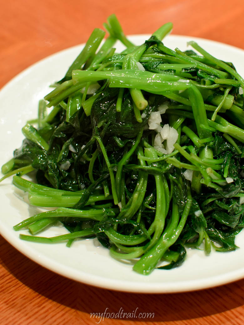 Din Tai Fung, Hong Kong - Snow pea shoots with garlic