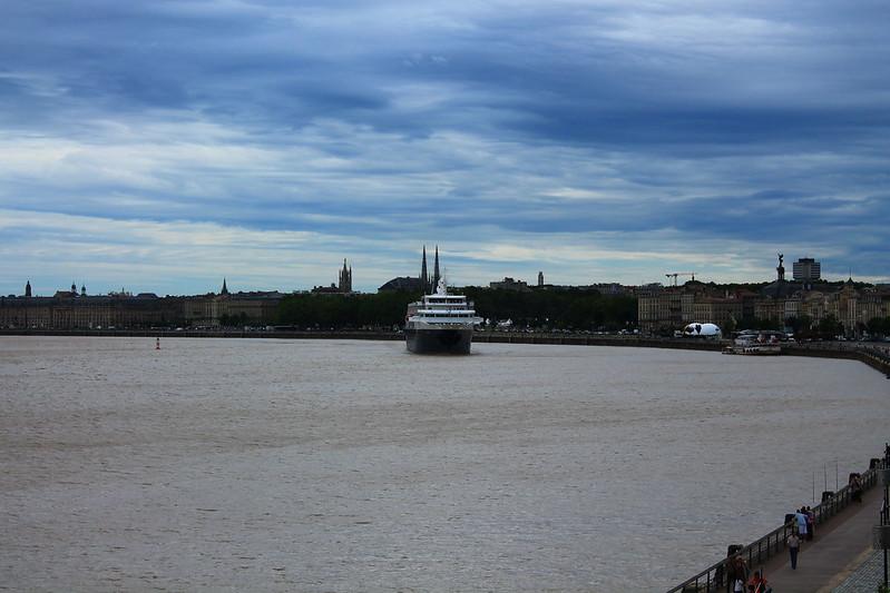 mv Minerva quittant le Port de Bordeaux - 13 juillet 2012