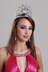 Claudia Arce Lemaitre con su corona de Miss Bolivia 2009
