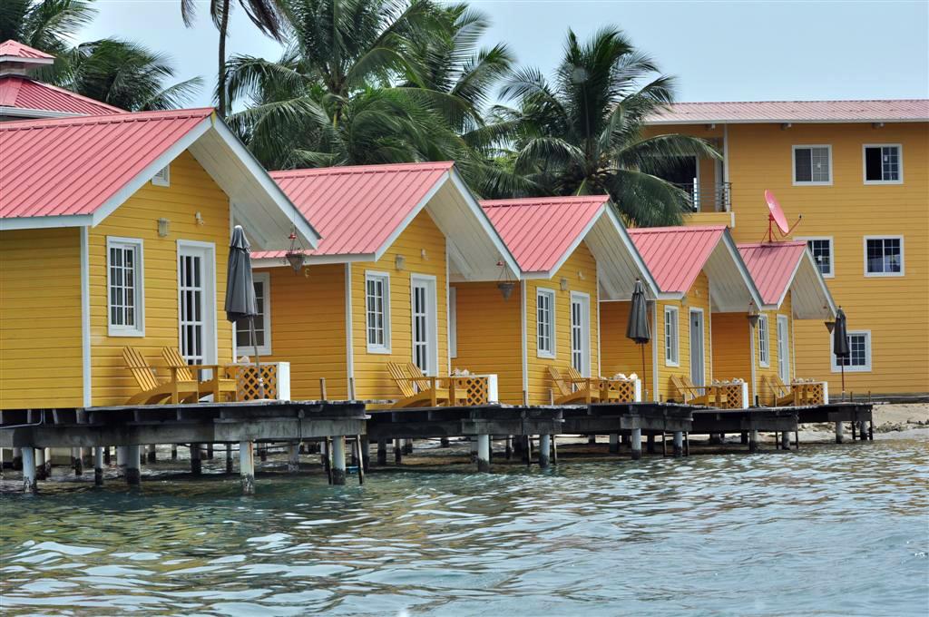 Casitas residenciales en Isla Solarte, en frente del pueblo de Bocas bocas del toro - 7598211194 0d67c24e43 o - Bocas del Toro, escondido destino vírgen en Panamá