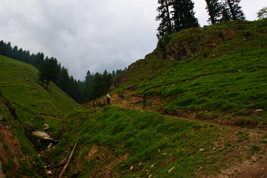 """MJC Summer 2012 Excursion to Neelum Valley with the great """"LIBRA"""" and Co - 7607594706 682488da31 b"""