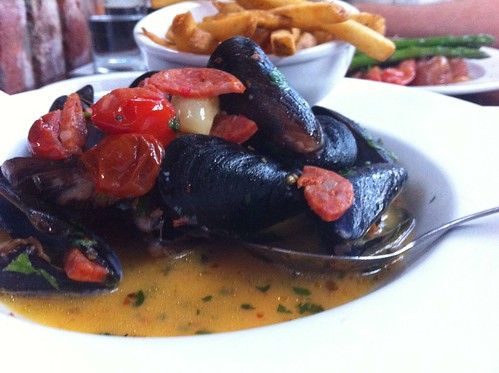 Mussels with fries instead of bread