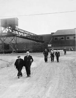 Steel Strike. Workers walk out after the last shift, Dosco, Sydney, Nova Scotia / Grève de l'acier. Les travailleurs de la Dosco débrayent après le dernier quart de travail, à Sydney, en Nouvelle-Écosse