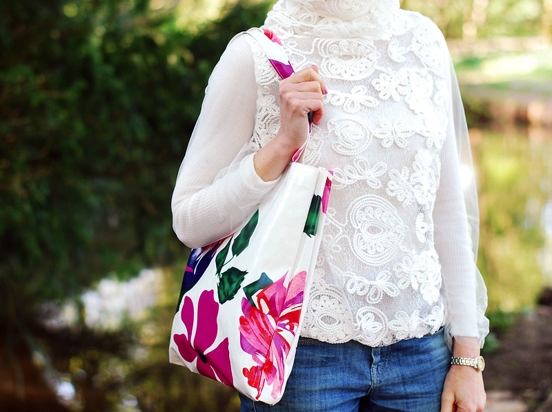 White lace sweater, floral shopper