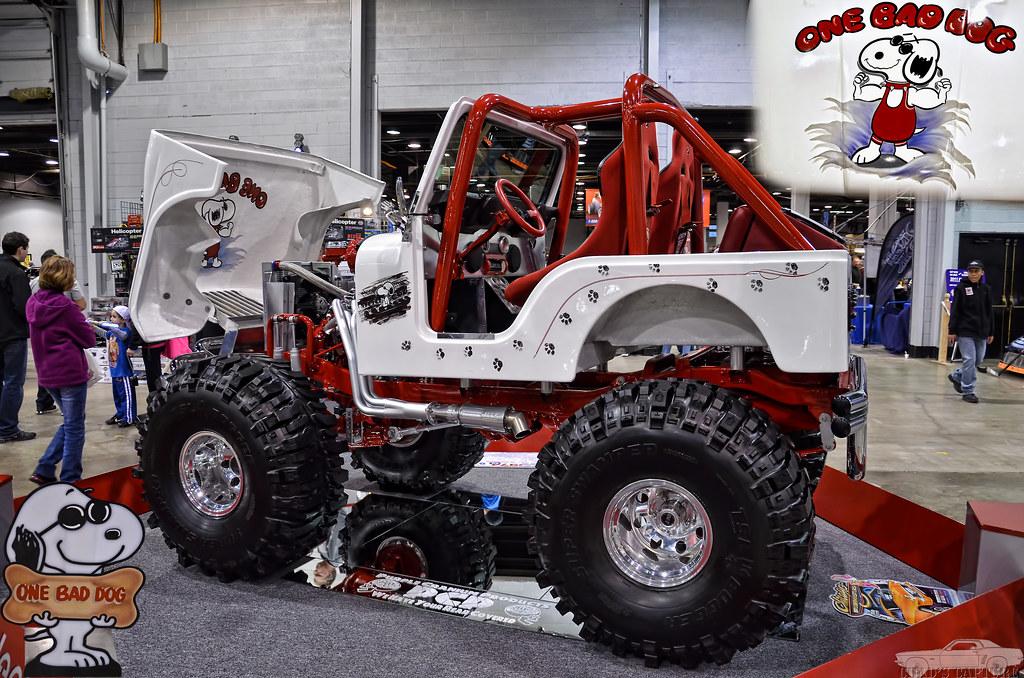 Rastros Do C 227 Ozinho Snoopy Na Carroceria De Um Jeep Willys