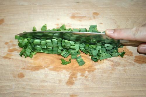 11 - Bärlauch zerkleinern / Cut bear's garlic