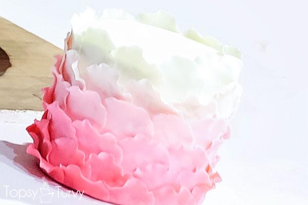 topsy-turvy-fondant-cake-petals