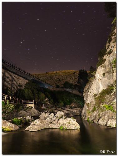 El rio sigue sin poder dormir, no le dejamos.