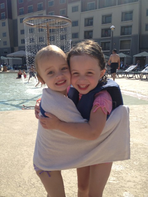 kinley & addie hugs2