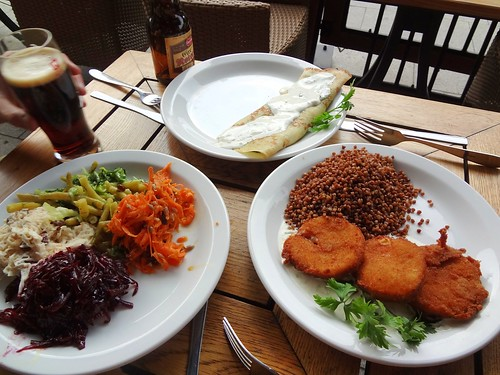 2012.07_Glonogad in Krakow_fried cheese, spinach crepe, salads