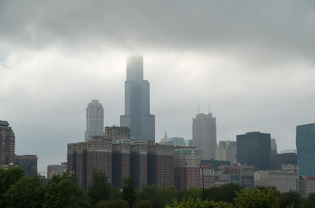 曇天の摩天楼