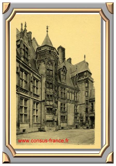 BOURGES_Palais Jacques Coeur - La Cour _8_ Edition des Monuments Historiques -70-150
