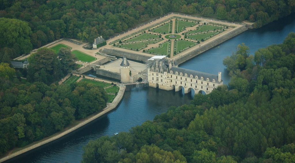 Chenonceau_castle,_aerial_view