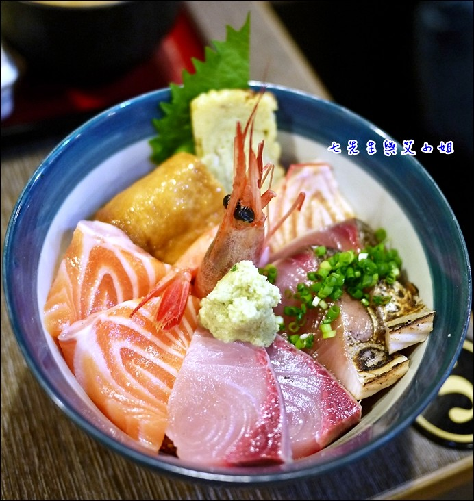7 綜合生魚海鮮丼