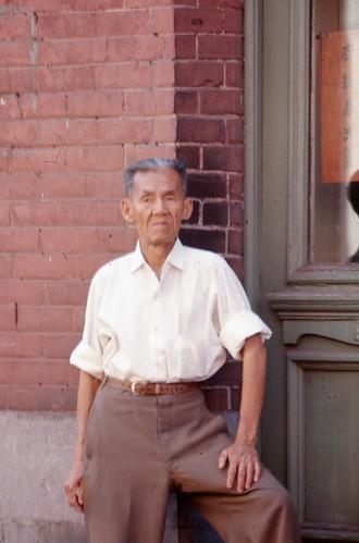 Vie quotidienne dans le quartier chinois de Montréal, 1966 by Archives de la Ville de Montréal