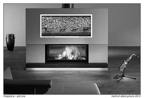 Fireplace-picture, Sleddog Racing - North to Alaska