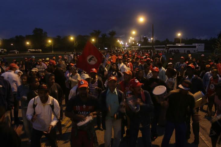 Brezilya: Binlerce Topraksız İşçi Suzano Fabrikasını İşgal Etti