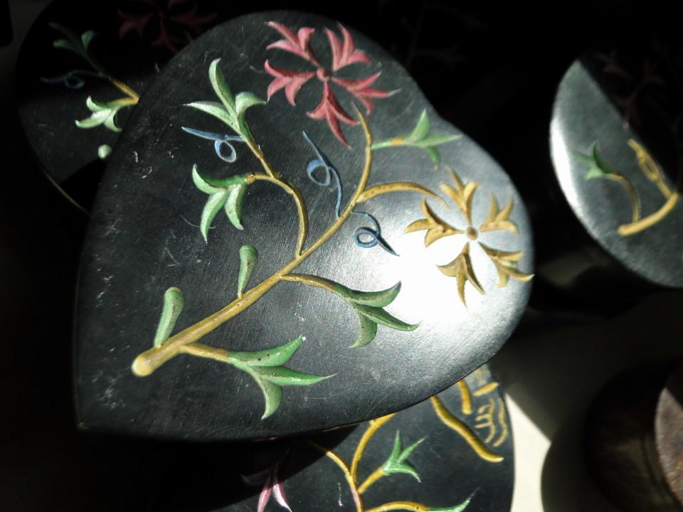 75-2apr12_3143_Howe Caverns_stone_soapstone black