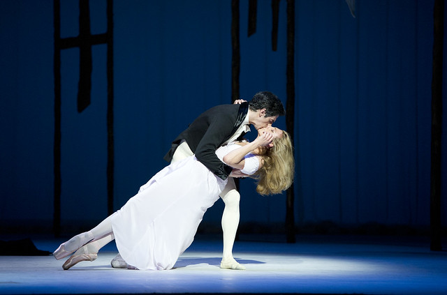 Zenaida Yanowsky as Marguerite and Federico Bonelli as Armand in Marguerite and Armand © Tristram Kenton/ROH 2011