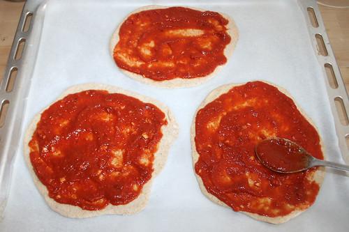 40 - Mit Sauce bestreichen / Cover with sauce