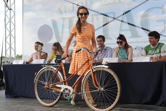 bikepretty, bike pretty, cycle style, cycle chic, bike model, cute bike, street style, bike fashion, bike in a skirt, girls on bikes, girl on a bike, bike girl, bicycle girl, cute bicycle girl, fashion girls on bikes, vintage, bike chic