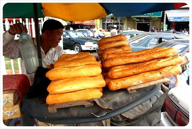 phnom penh central market baguette vendor