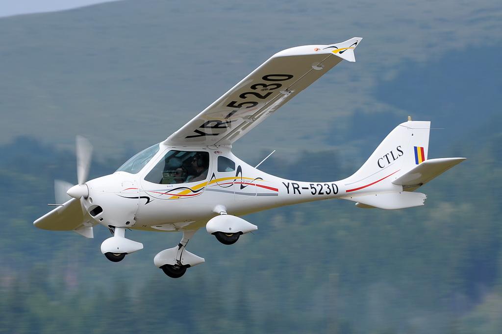 Fly-in @ Floreni - Mitingul cailor putere - Poze 7677952556_9e1469af58_o
