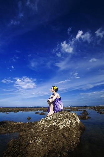 [フリー画像素材] 人物, 女性 - アジア, 女性 - 座る, ベトナム人, 人物 - 海 ID:201208090800