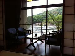 宇治川に面した和室