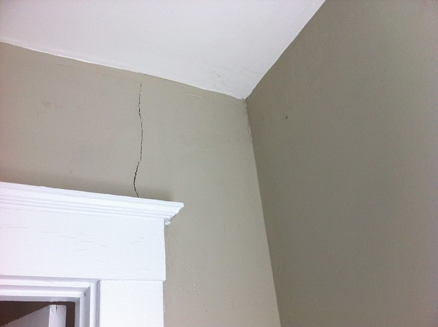 Bathroom ceiling paint cracking proceni for Bathroom ceiling paint