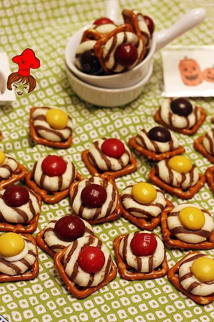紐扣巧克力扭結餅 M&M with pretzel 1