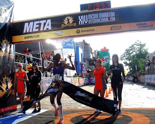 Triunfos para Isaac Waweru y Rose Jebet en el Medio Maraton Tequila