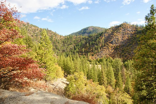 autumn plants mountains nature landscapes seasons sierranevada skiesandclouds treesandbushes stockcategories autumnleafcolors carlzeissvariosonnartdt1680mmf3545zasal1680z