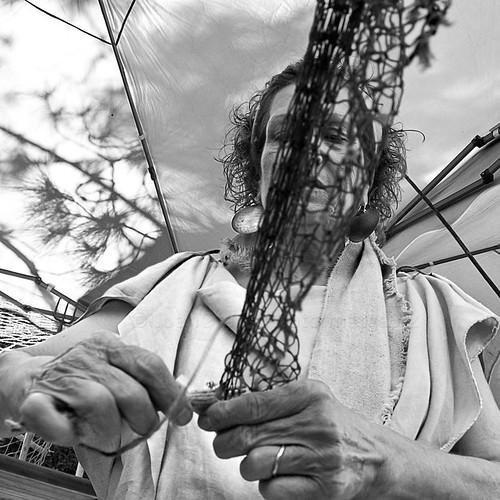 [ El arte de reparar la red de arrastre de pesca ] by JoanOtazu