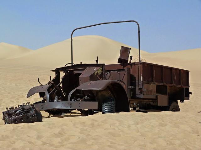 Vehículo de la II Guerra mundial abandonado en el Gran Mar de Arena (Desierto Líbico, Egipto)