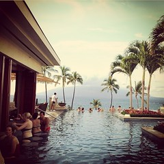 guten Morgen an der Bar! Should I plan for a 24 hour-long cocktail marathon?  #fourseasonsmaui #firstworldproblems #marathon #cocktail #drinkinggames #bar #single #lonely #solteron