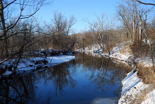 Picture of the Little Sac River in winter as seen from the Sac River Trail