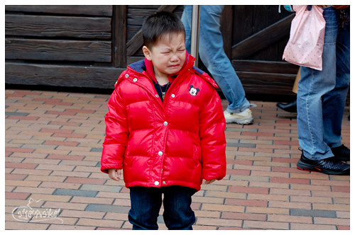 crying kid at disney