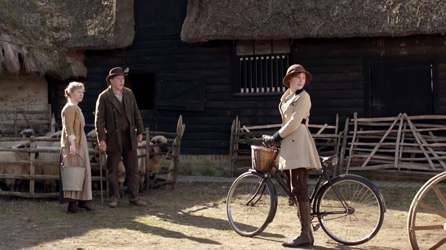 DowntonAbbeyS02_Edith_farmtractor_bike_tancoat