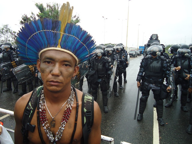 Apiaká indigenous leader in front of police blockade