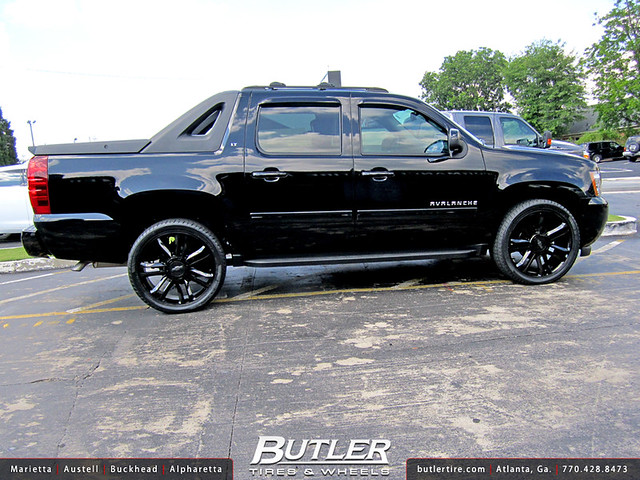 chevy avalanche on 26 inch rims car interior design. Black Bedroom Furniture Sets. Home Design Ideas