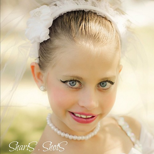 Full make up bride. She kept saying... Mimi .. I look beautiful dont i? FEEL beautiful and i am not even a real bride. #hannah #bride #dance #white #portrait #instagood