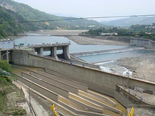 甲仙攔河堰(由下游往上游看)