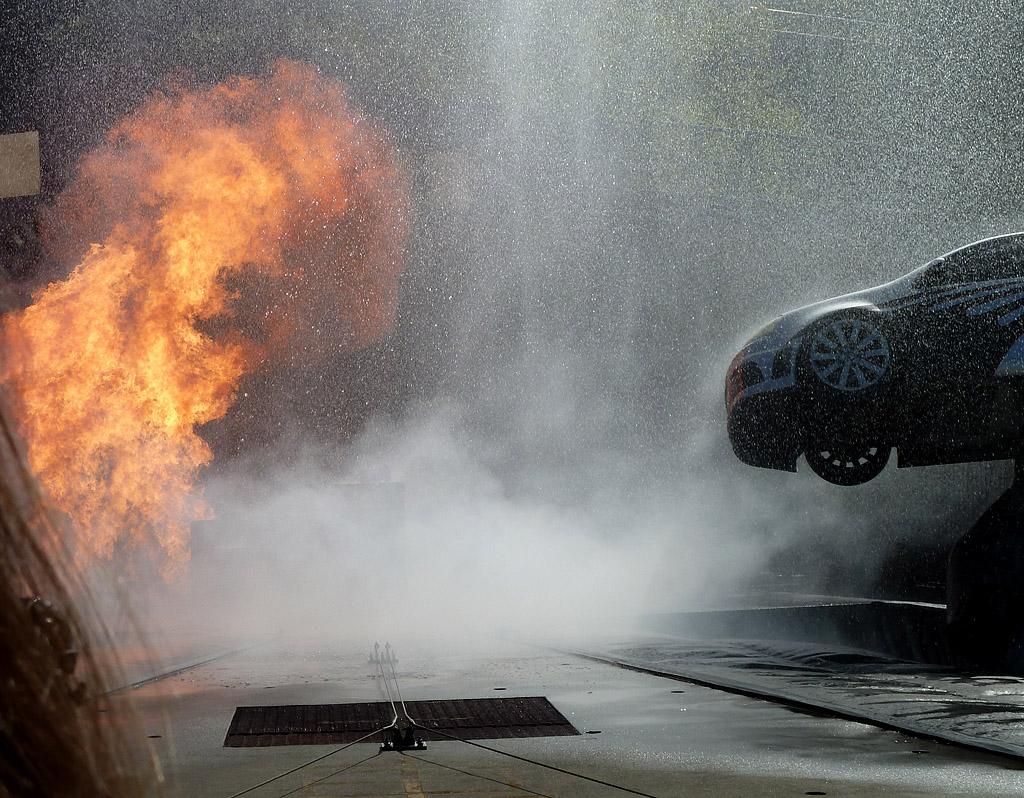 Universal studios tour Tokyo Drift сначала взорвали автомобиль
