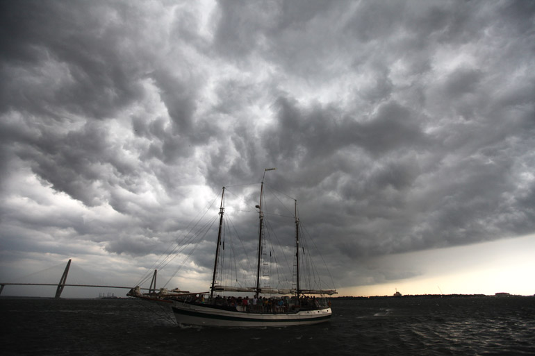 web_sailboat_storm_0023