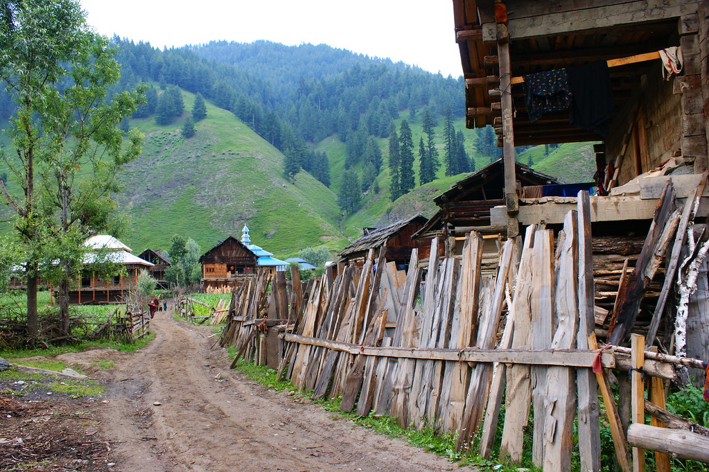 """MJC Summer 2012 Excursion to Neelum Valley with the great """"LIBRA"""" and Co - 7596179124 4696ea0d8d b"""