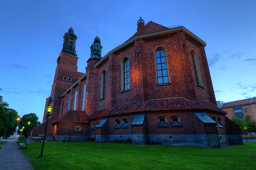 trees windows building brick clock church grass architecture bench exterior sweden dusk path towers lawn sverige garbagecan hdr eskilstuna gravel lancet butress klosterskyrka otarhökerberg
