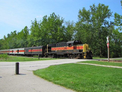 IMG_5354_Train_at_Brecksville_Station