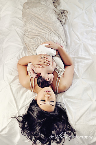 mom and newborn baby photography